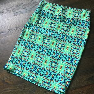 Price ⬇️ LulaRoe Cassie style printed skirt XL